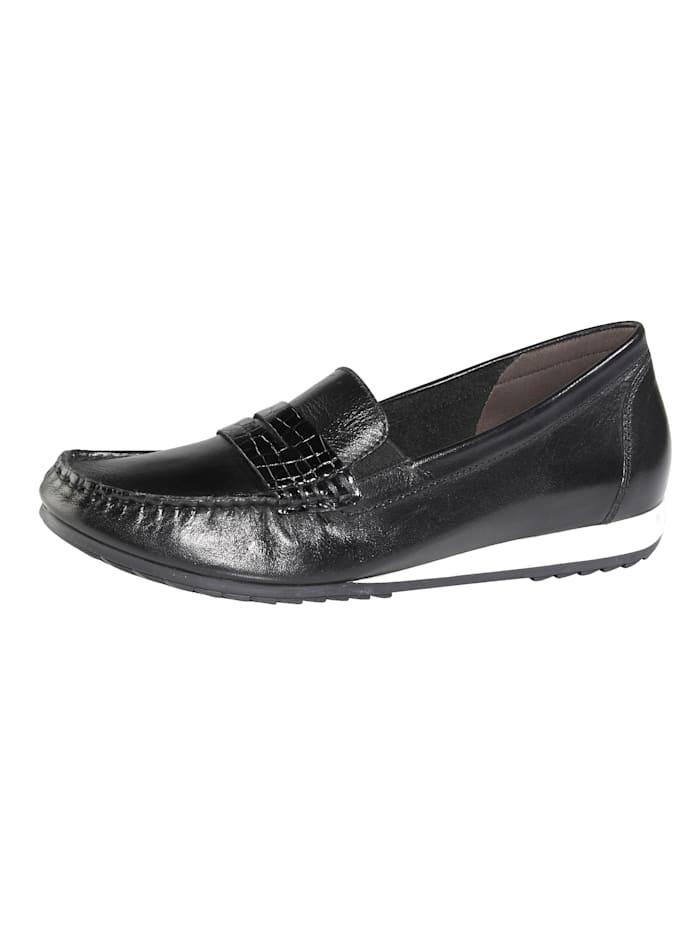 Is het tijd voor nieuwe schoenen? wat dacht u van een mocassin van mona? platte hak. profielzool. de mocassin ...