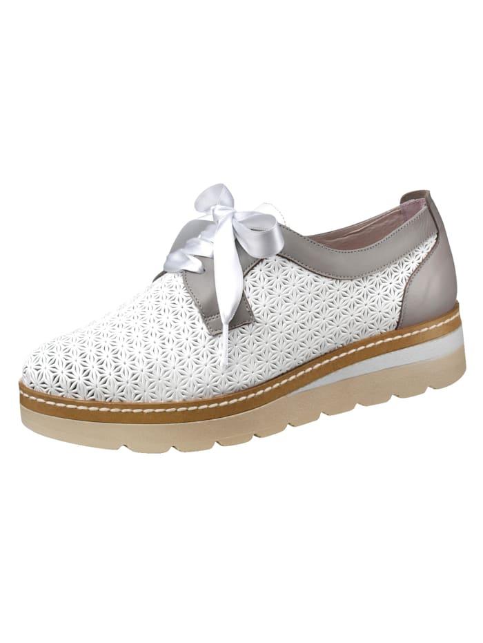 Is het tijd voor nieuwe schoenen? wat dacht u van een veterschoen? plateauhak van 3,5 cm. profielzool. de ...
