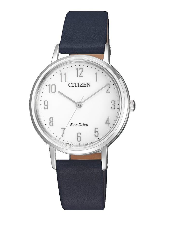 Artikel klicken und genauer betrachten! - Ein idealer Weggefährte ist diese Quarzuhr von Citizen wird Ihnen sicherlich gut am Handgelenk stehen. Hat ein blaues Bund-Armband aus Leder mit Dornschließe. Das runde, silberfarbene Gehäuse dieser eleganten Uhr wurde aus Edelstahl hergestellt und hat einen Durchmesser von 30 mm. Kristallglas mit einer analogen Anzeige und arabischen Ziffern auf einem weißen Ziffernblatt. Betrieben wird diese Quarzuhr mittels Solar.   im Online Shop kaufen