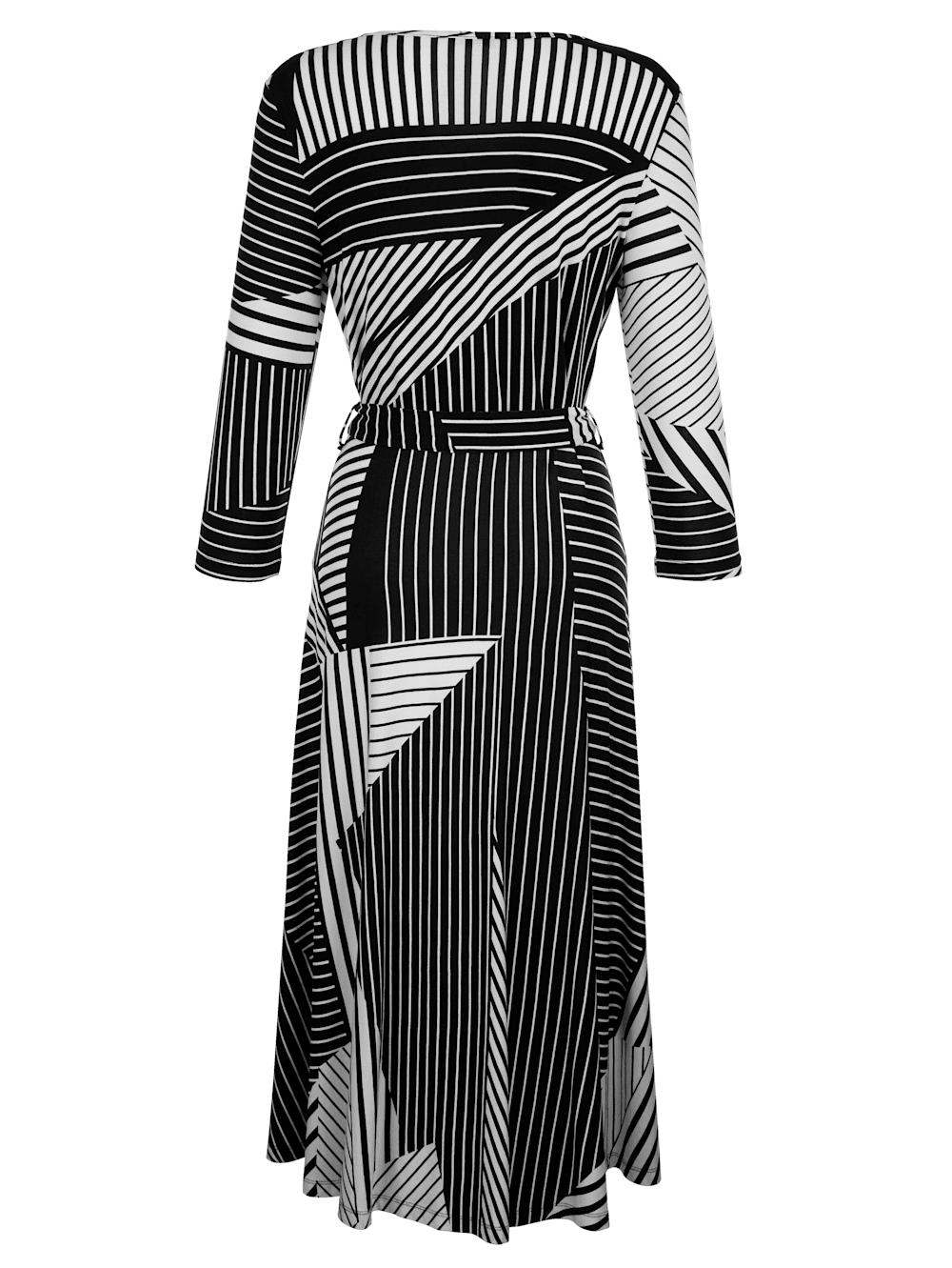 alba moda kleid in femininer wickeloptik | alba moda