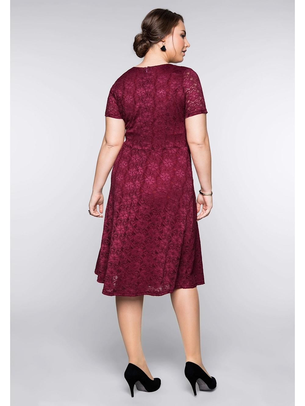 sheego sheego spitzenkleid mit bodyforming-effekt und innenkleid   happy  size