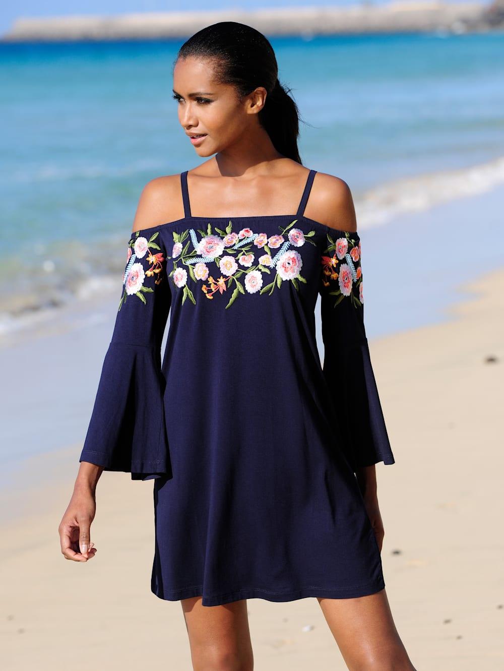 alba moda strandkleid mit aufwändiger stickerei | alba moda