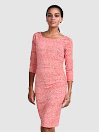 Šaty v minimalistickom bodkovanom vzore