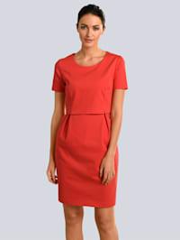 Kleid im modischen Layer-Look