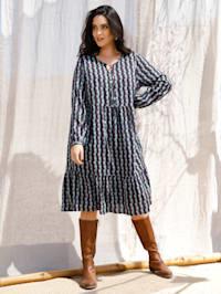 Kleid in Stufenform