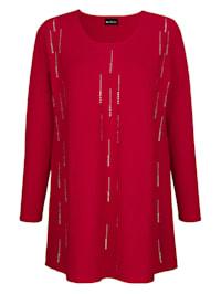 Pullover mit funkelnden Strasssteinen in streckender Optik