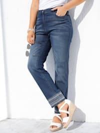 Jeans mit modischer Stickerei