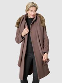 Manteau en laine avec son écharpe assortie