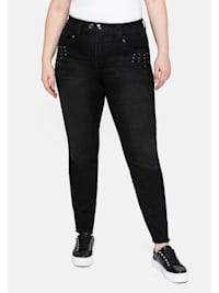 Jeans mit Fransensaum und Ziernieten