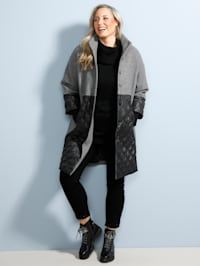 Manteau court avec empiècement en jersey aux manches