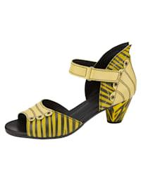Sandaaltje in extravagante look met strepen