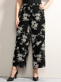 Hose mit streckenden Glitzerstreifen