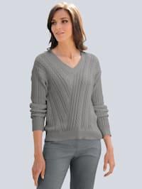 Pullover allover im aufwendigen Zopfstrickmuster
