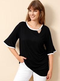 Shirt mit femininer Ausschnitt-Variante