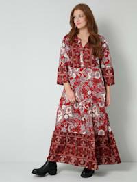 Šaty v pěkné směsi vzorů