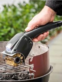 Elektrischer Grillrost-Reiniger mit rotierender Bürste