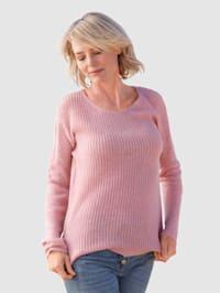 Pulovr v pěkné pletené kvalitě