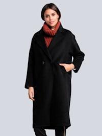 Vlnený kabát s klasickými farbami
