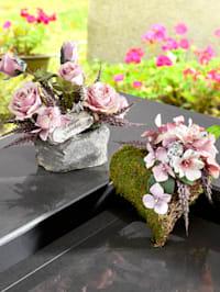 Rosenarrangement auf Stein
