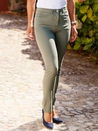 Broek in Paola Slim model
