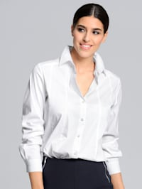 Košilová halenka v pěkné strečové kvalitě s jemným leskem