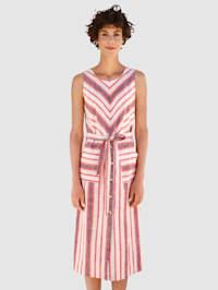 Šaty v prúžkovanom dizajne
