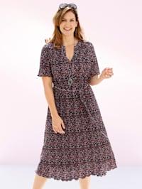 Plisserad klänning i småmönstrat