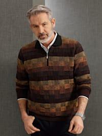 Pullover mit aufwändig gestricktem Muster