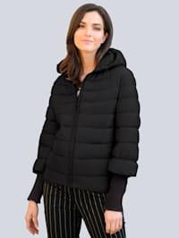 Gewatteerde jas met brede gebreide mouwboorden