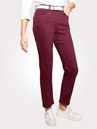 Jeans met sierbiesjes en strassteentjes