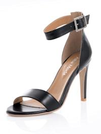 Sandaletter av getnappa
