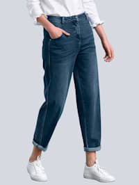 Jeans i mom fit-modell