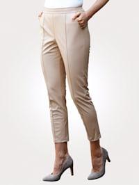 Pantalon 7/8 en simili de coupe confortable