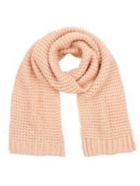 Pletený šál ideálny na chladné dni