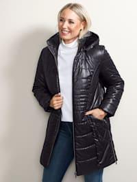 Prošívaný kabát s měkkou kontrastní teddy kožešinkou v kapuci