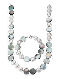 Halsband och armband med snäckskalspärlor och abalonesnäckor