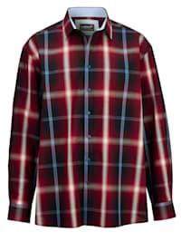 Skjorta med specialskärning – perfekt för män med mage
