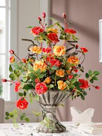 Divé růže v keramické váze
