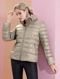Lehká péřová bunda s objemným stojatým límcem