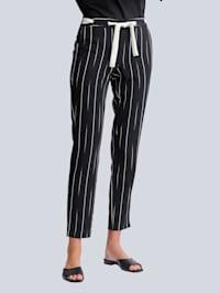 Nohavice s abstraktným prúžkovaným vzorom
