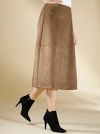 Sukňa z módnej imitácie velúrovej kože