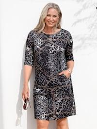 Klänning med leopardmönster