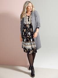 Dlhý sveter s moderným pleteným vzorom