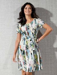 Klänning med akvarelliknande mönster