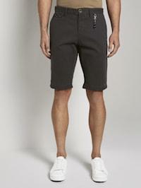 Chino Shorts mit Schlüsselanhänger