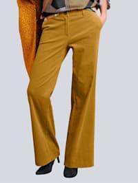 Nohavice z obľúbeného širokého kordu