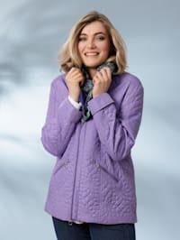 Gewatteerde jas in licht getailleerd model