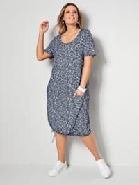 Kleid mit leichten Falten unterhalb der Brust