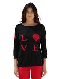 Trui met opschrift 'LOVE'