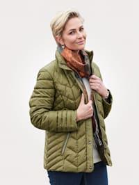Prošívaná bunda v péřovém vzhledu